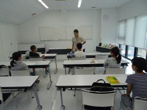 読書感想文かき方教室を受けている中学生たち